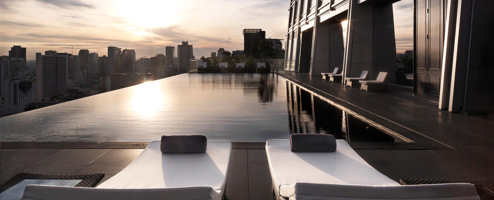 The infinity pool of the Okura Prestige Bangkok, located on the 25th floor, offers spectacular panoramic city views.