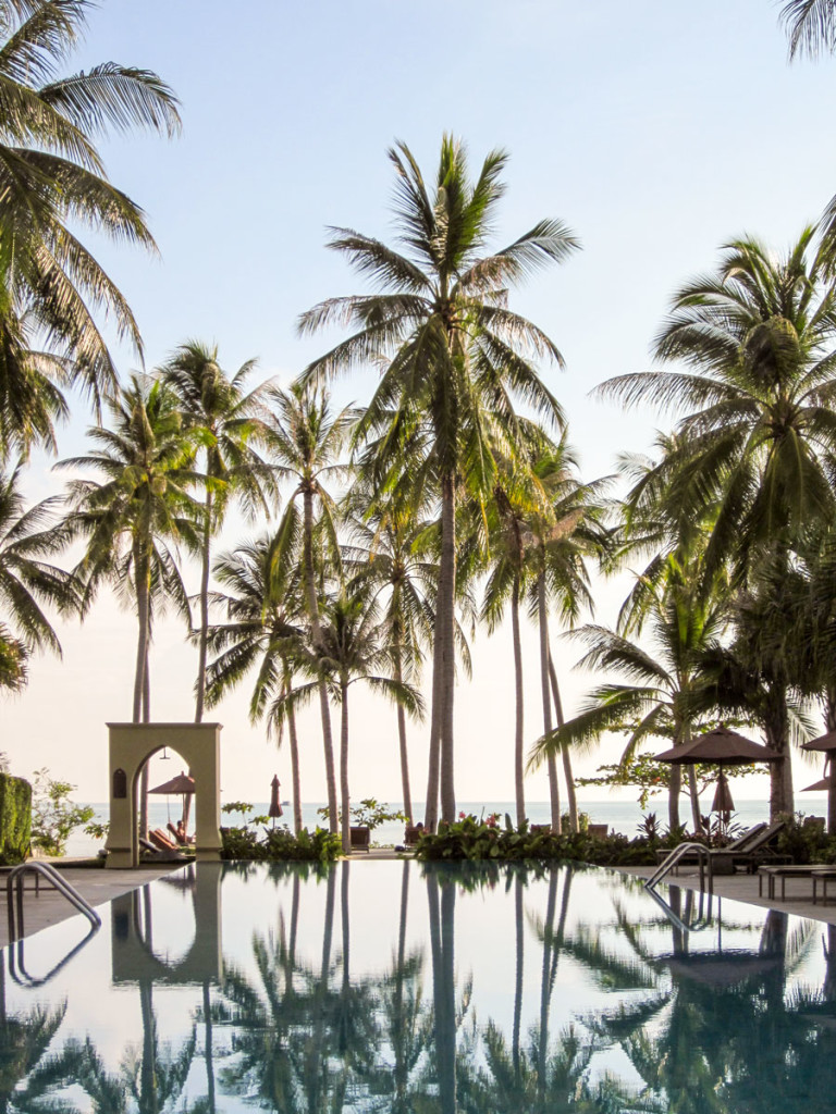 The central infinity pool. The very heart of the Moevenpick Resort Laem Yai Beach Samui. photo: the art resort