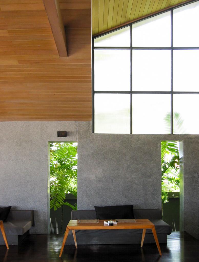 The raw beauty of pure materials. The restaurant 4k at the X2 Samui beach resort. photo: the art resort.