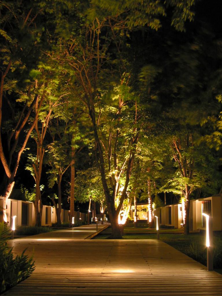 Night shot of the walkway to the beach at the X2 beach resort Koh Samui. photo: the art resort.