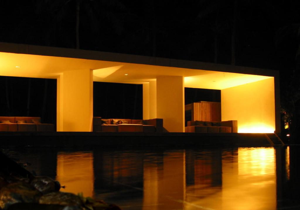 Golden nights. The main pool of the X2 beach resort Koh Samui. photo: the art resort.