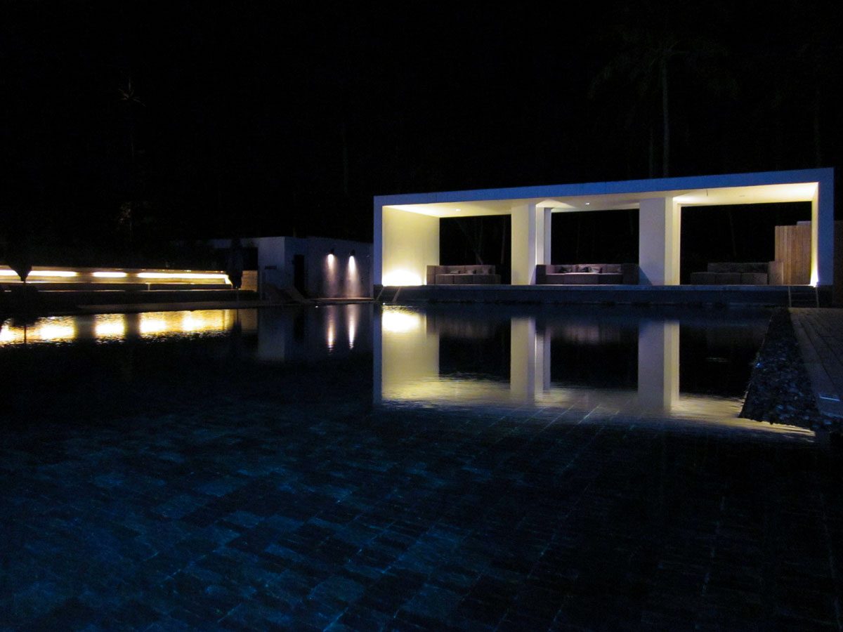 Tropical blue. The main pool of the X2 beach resort Koh Samui. photo: the art resort.
