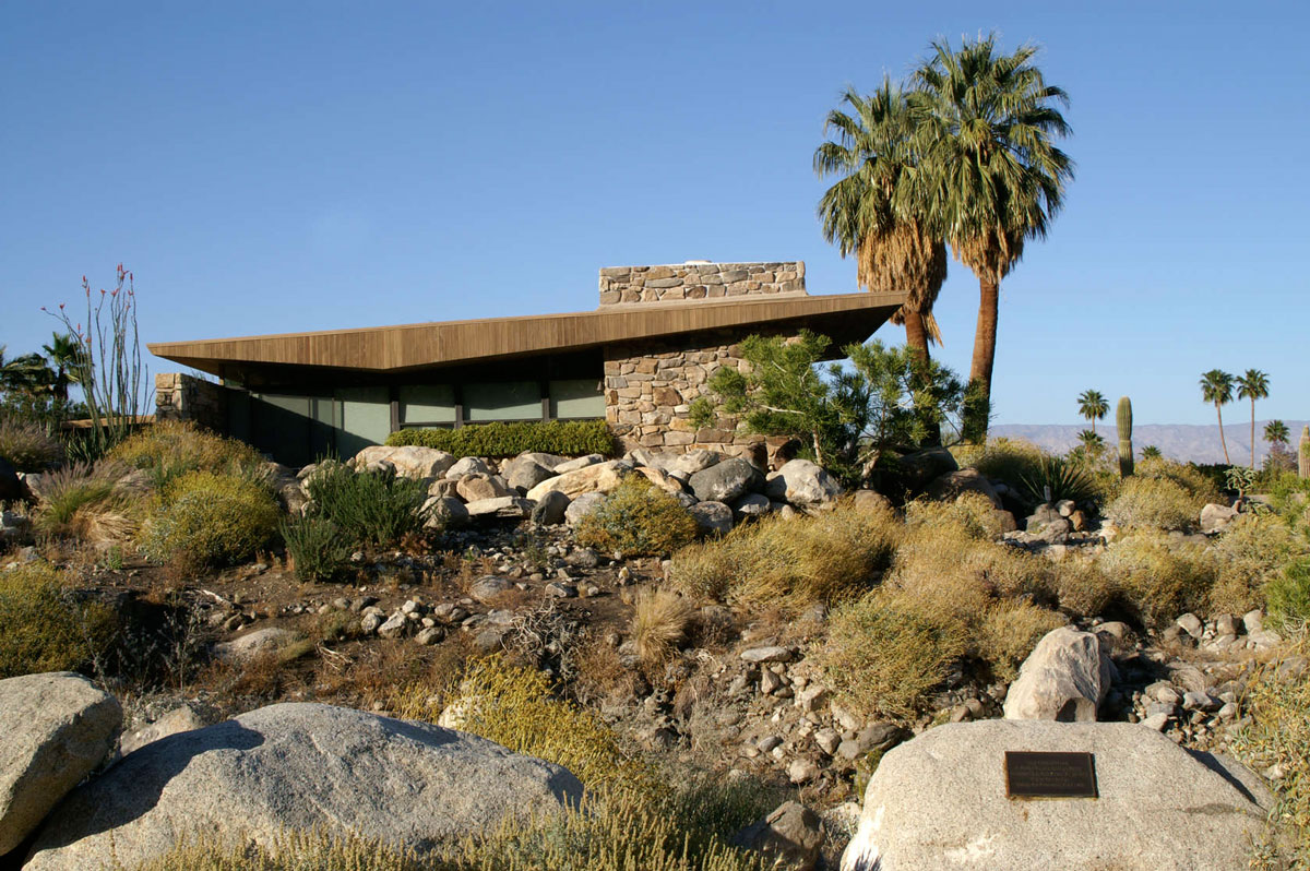 Modernist Architecture in Palm Springs: The Edris House. Photo by Stewart Williams