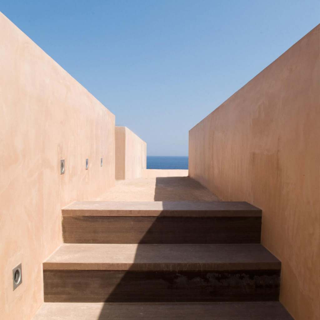 La Réserve Ramatuelle Hotel, Spa and Villas, designed by architect Jean-Michel Wilmotte who created iconic spaces that pay reverence to the environment surrounding them. A soft color palette of ochre, white, and sandy beige gracefully mirrors its serene seaside setting.