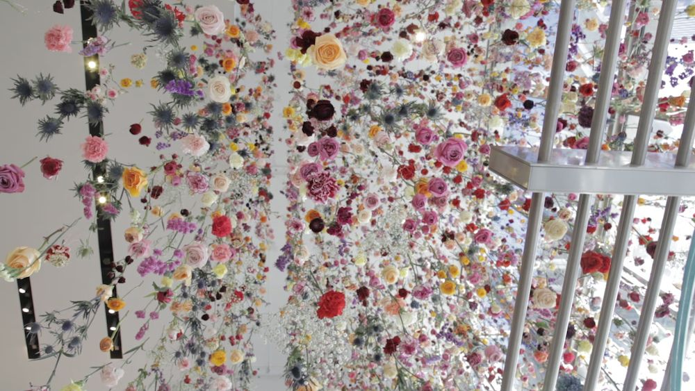 Rebecca Louise Law, Flowers 2015: Outside In (2015), the Viacom building, Times Square, New York. Photo: Rebecca Louise Law.