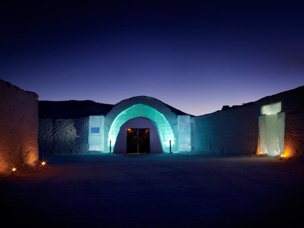 The iconic ICEHOTEL entrance Photo: Leif Milling