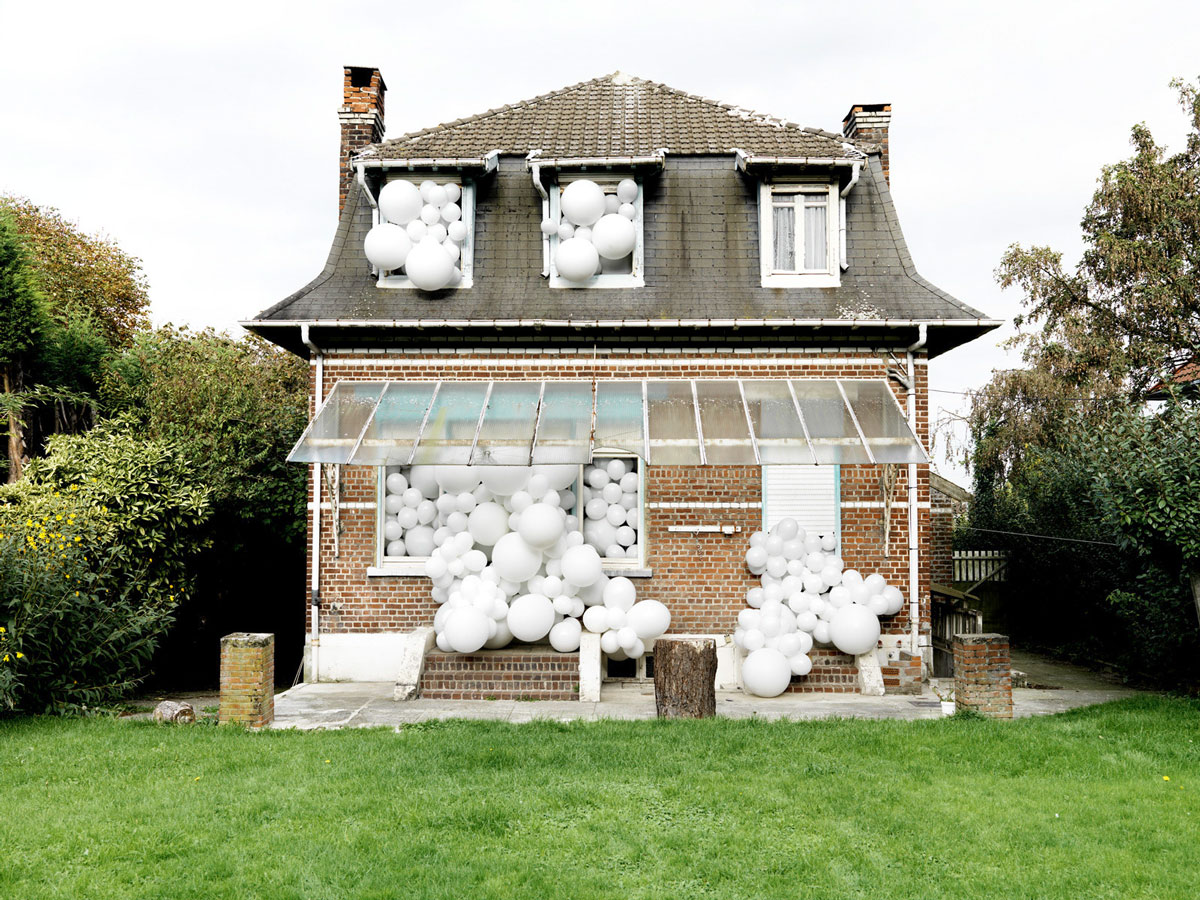 Invasions de Ballons/Invasion of the Balloons by Paris-based photographer and installation artist Charles Pétillon.